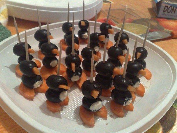 Pingüinos de aceituna negra para cumpleaños