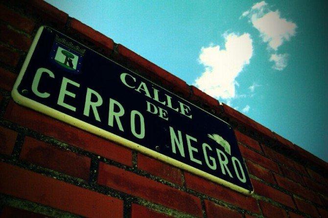 Cartel de la calle de Cerro Negro