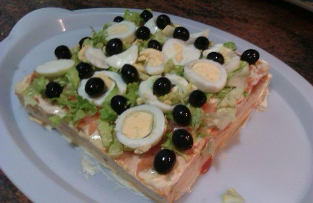 Mi madre nos deleita hoy para cenar con un pastel de atún