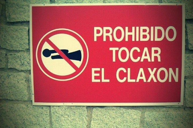Prohibido tocar el claxón