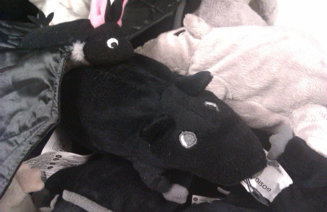 Los góticos y siniestros ya pueden comprar peluches a sus hijos en Ikea