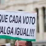 """""""CAMBIO DE MODELO, YA"""", """"DEFENSA DE LO PÚBLICO"""", """"PARTICIPACIÓN CIUDADANA"""" y """"STOP CORRUPCIÓN"""""""