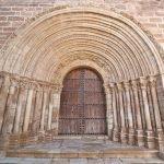 La portada de Santiago de la iglesia del Salvador de Cifuentes