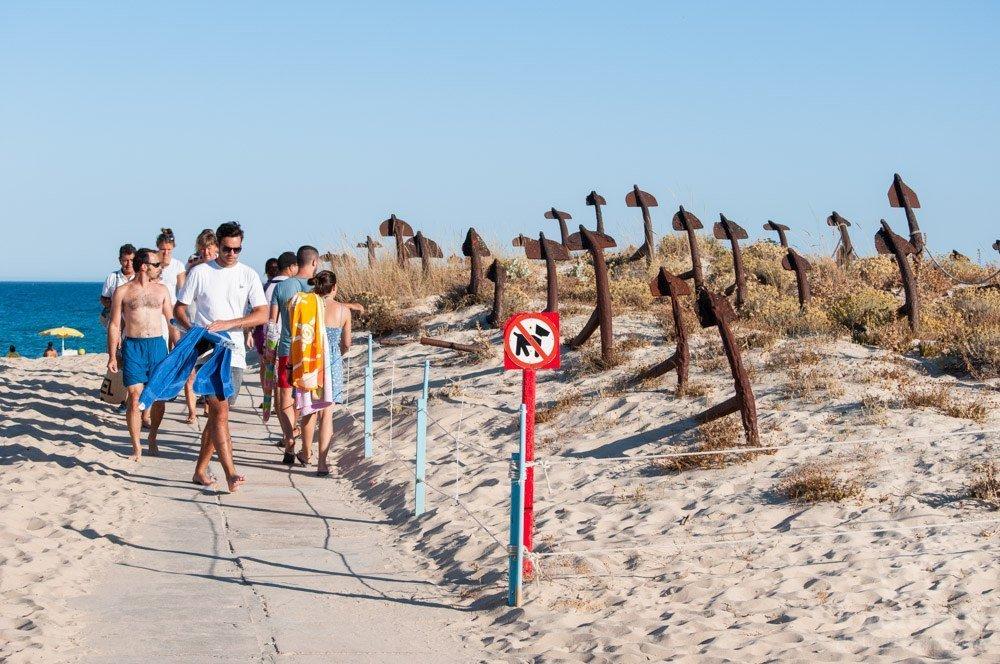 Praia do Barril y el cementerio de anclas