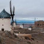 El Cerro Calderico y los Molinos de Consuegra