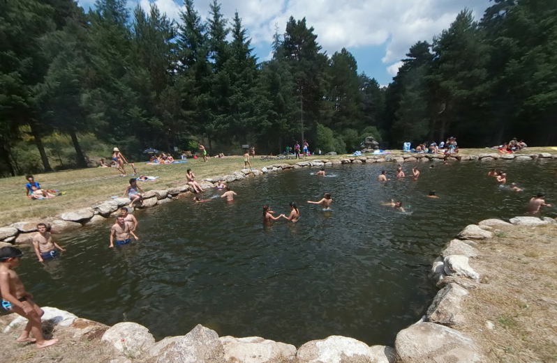 Las piscinas naturales del chorro de navafr a segovia for Piscina municipal avila