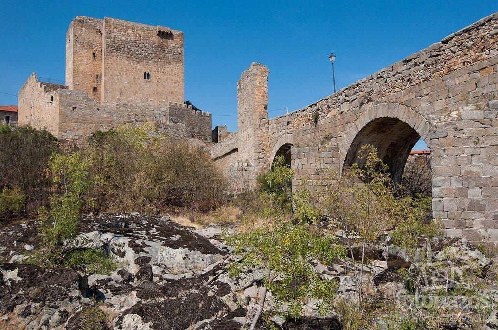 Puente medieval sobre el río Tormes en Puente del Congosto