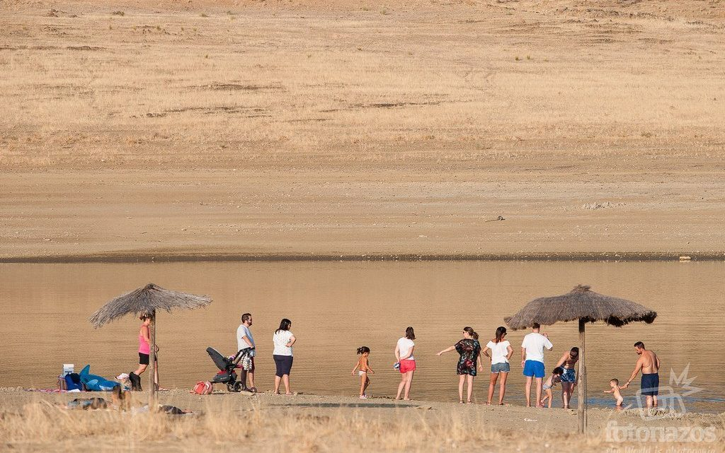 Playa de los Llanos y chiringuito La Movida en Esparragosa de Lares, Badajoz