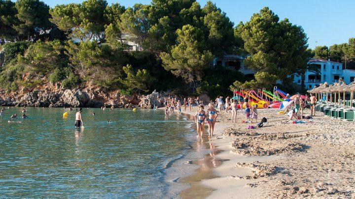Playa del Arenal d'en Castell al norte de Menorca
