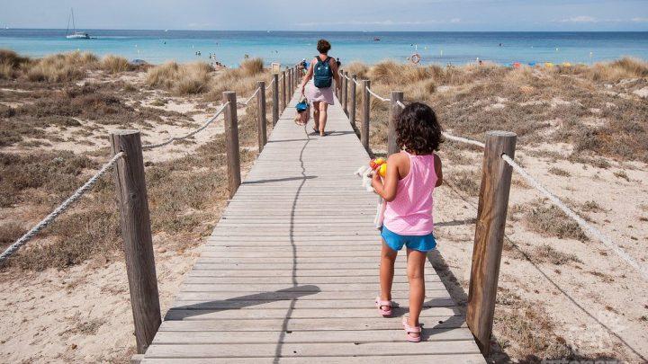 Playa de Son Bou, la playa más larga de Menorca